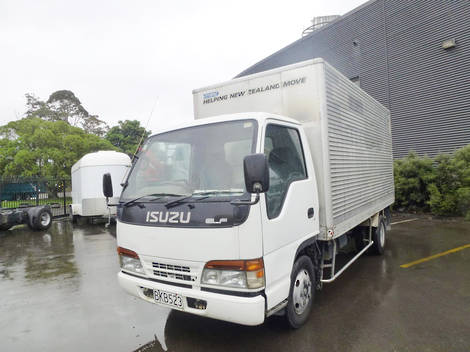 Isuzu NKR66 NKR 4X2 BOX BODY 1996