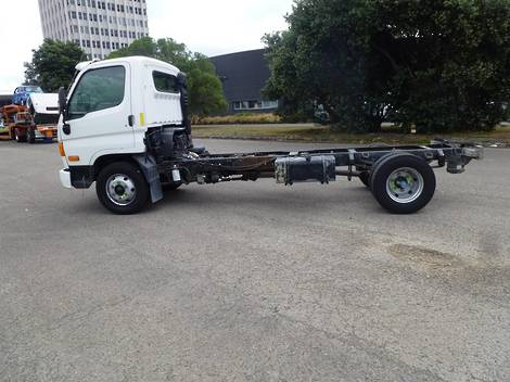 Hyundai HD65 4X2 LIGHT DUTY CAB AND CHASSIS 2015